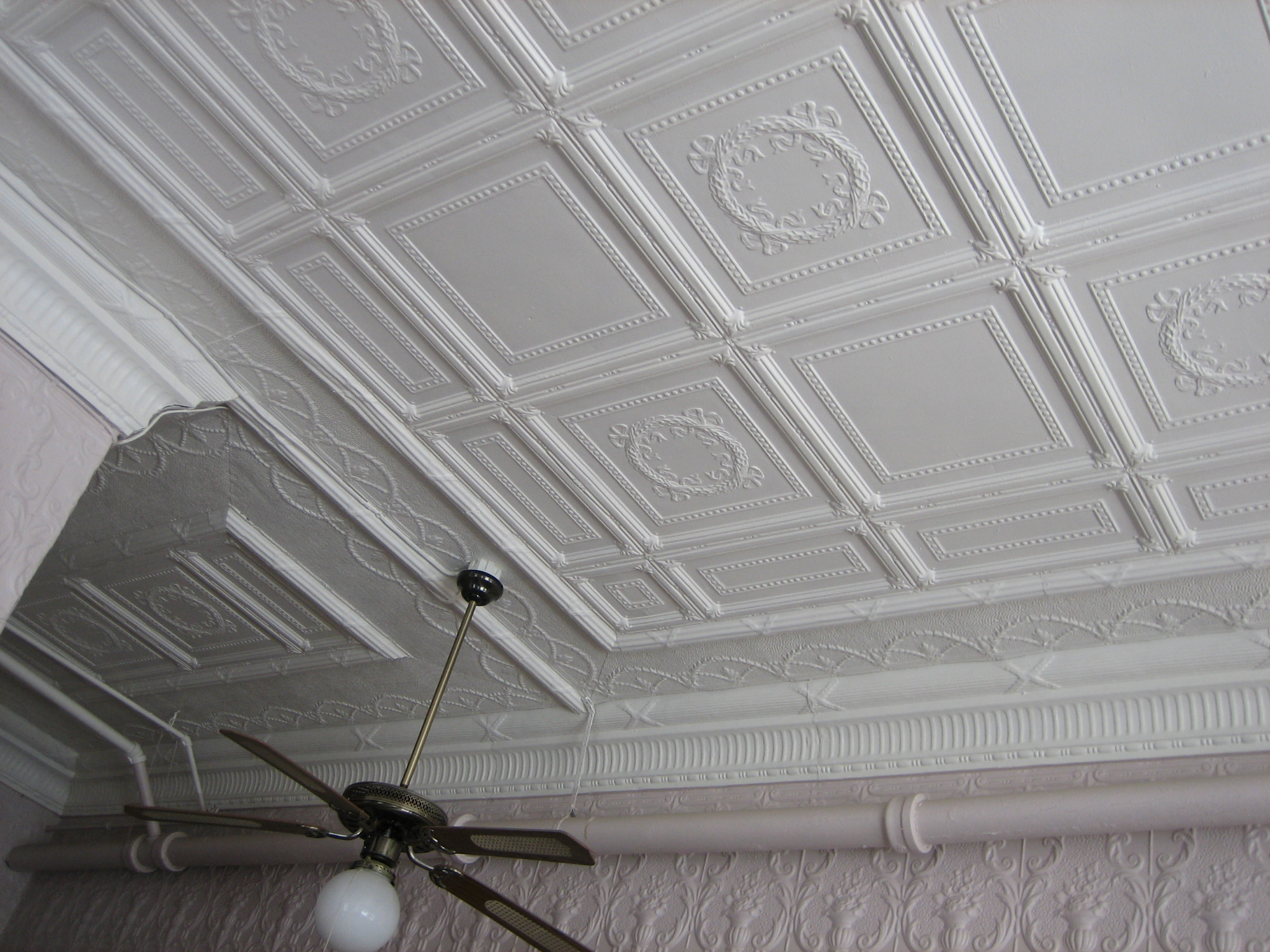 1st floor ceiling, cornice & wall